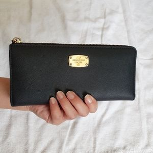 Auth Michael Kors ladies black wallet
